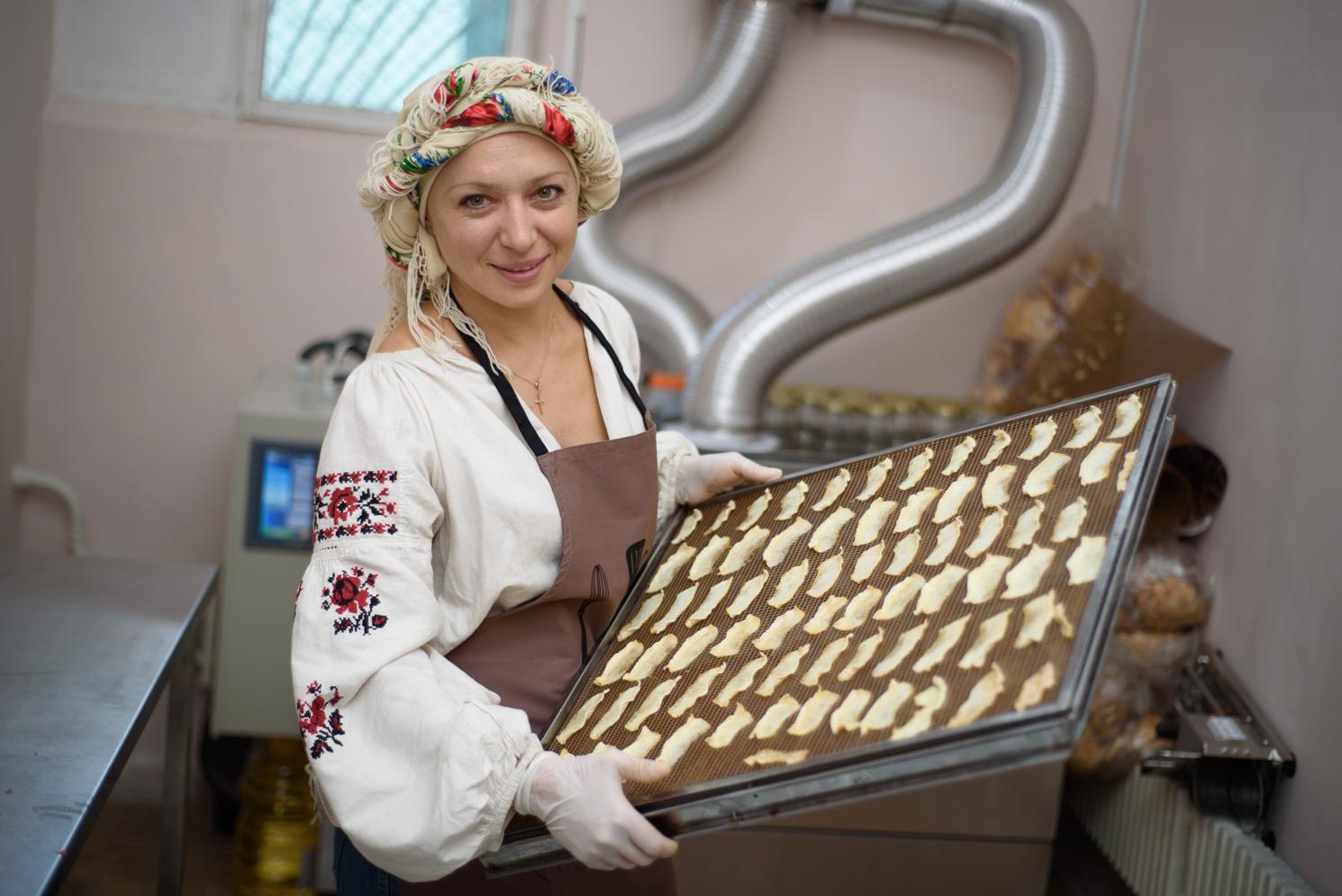 А ще Ірина готує корисні чипси з груші та дині