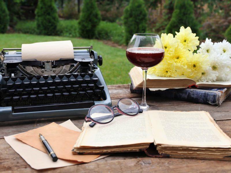 Вино і література